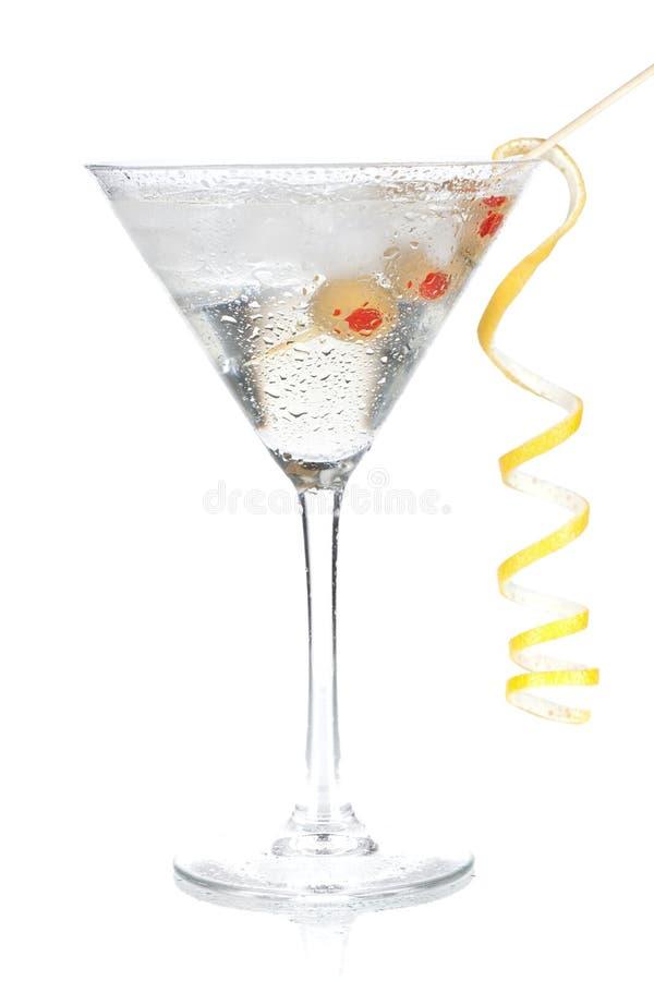 Klassischer Martini mit Zitronedekoration stockfotos