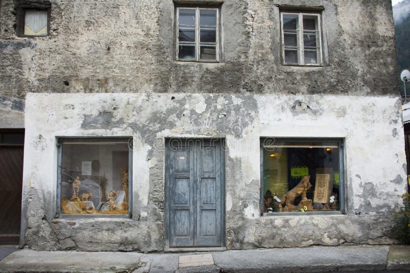 Klassischer Retro- Baugewerkshop in der kleinen Gasse an Pfunds-Stadt lizenzfreie stockbilder