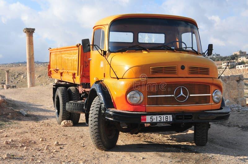 Klassischer Volvo-Kleintransporter - Jerash, Jordanien stockfotos