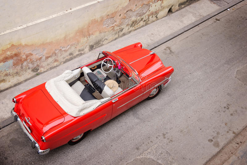 Klassisches amerikanisches Auto der Weinlese, Ansicht von oben genanntem in Havana lizenzfreie stockfotografie