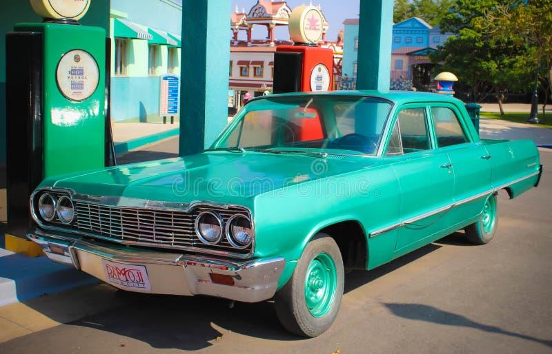 Klassisches amerikanisches Modell Car an der Ramoji-Film-Stadt stockfotos