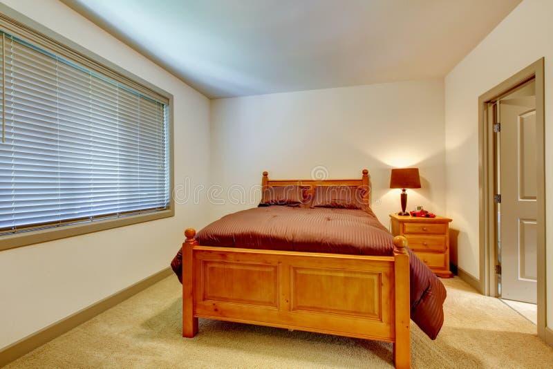 Klassisches Amerikanisches Schlafzimmer Mit Teppichboden Und ...