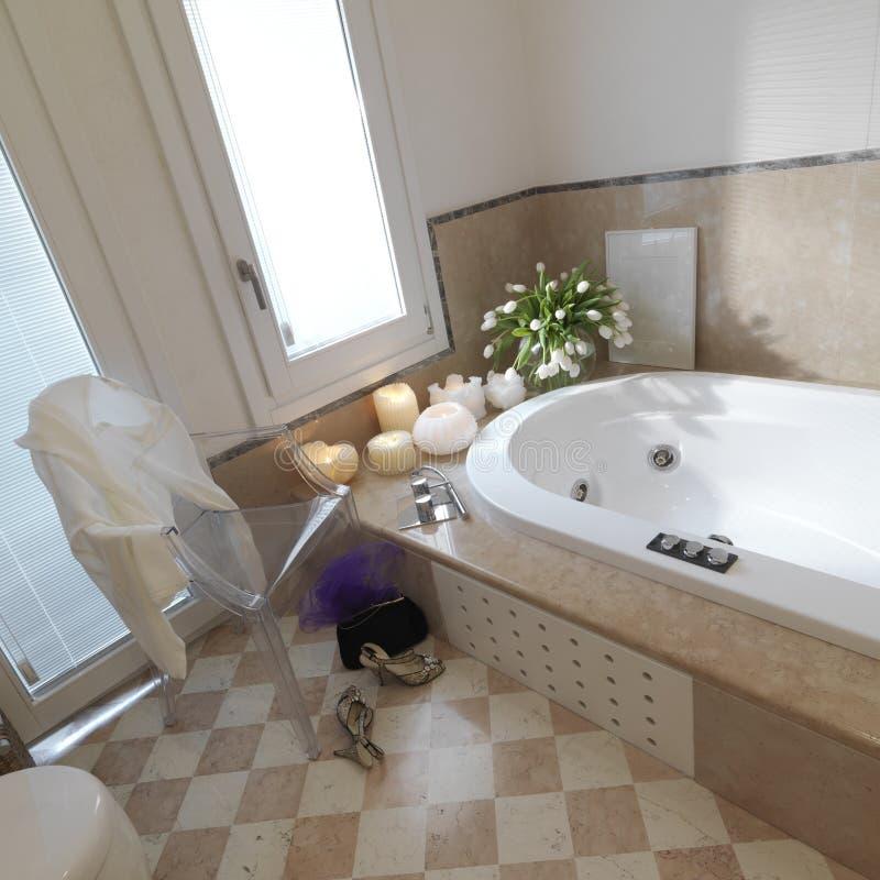Klassisches badezimmer mit stuhl und schuh stockfoto - Badezimmer franzosisch ...