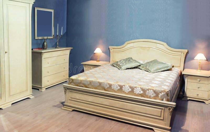 Klassisches Bett lizenzfreies stockfoto