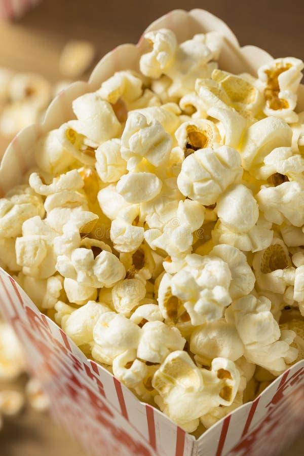 Klassisches butterartiges Kino-Popcorn lizenzfreies stockbild