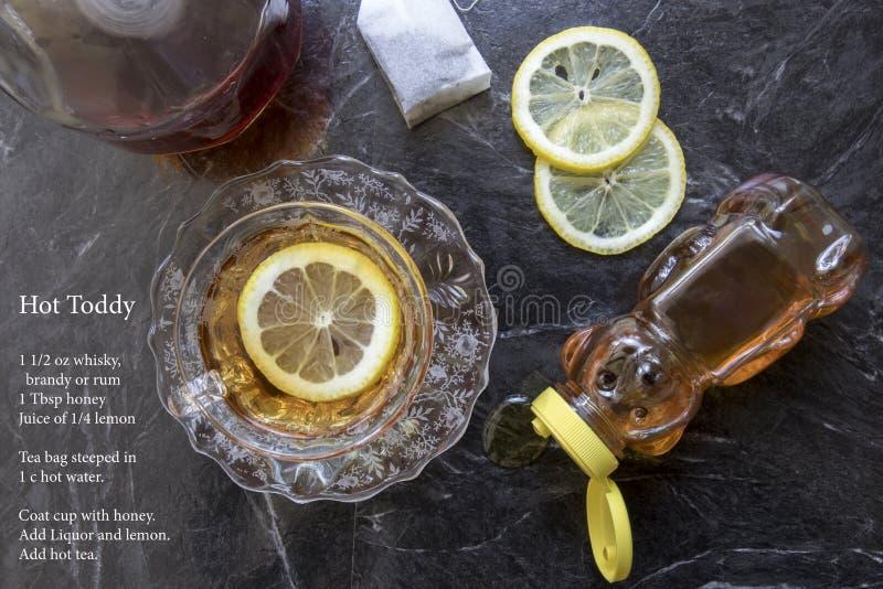 Klassisches Cocktail und Rezept des heißen Toddy stockfotos