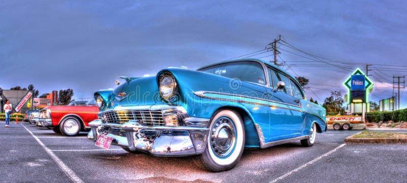 Klassisches fünfziger Jahre Amerikanerauto lizenzfreie stockbilder