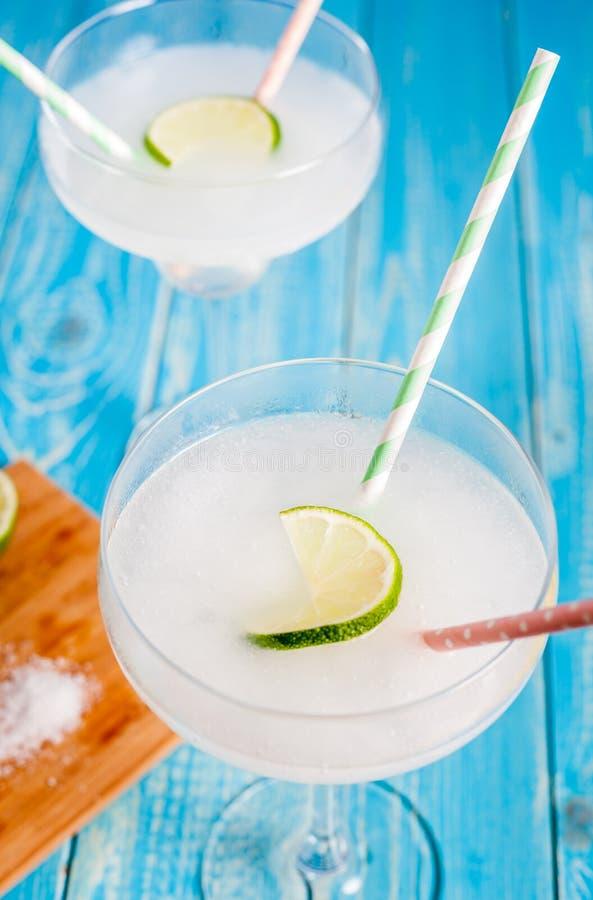 Klassisches gefrorenes Margaritacocktail stockfotos