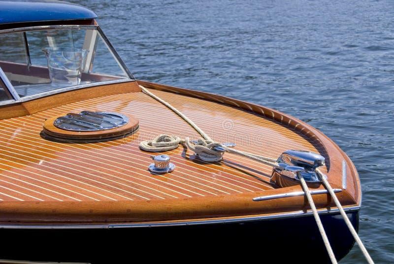 Klassisches hölzernes Boot stockfotografie
