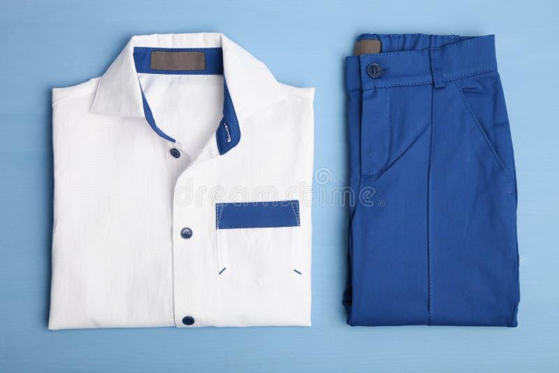 Klassisches Hemd und Hosen stockbilder