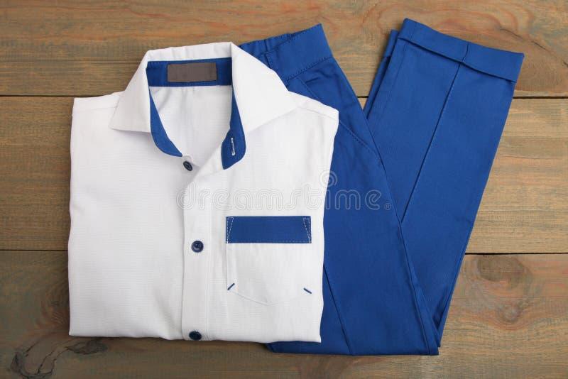 Klassisches Hemd und Hosen lizenzfreies stockbild