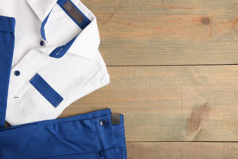 Klassisches Hemd und Hosen stockbild