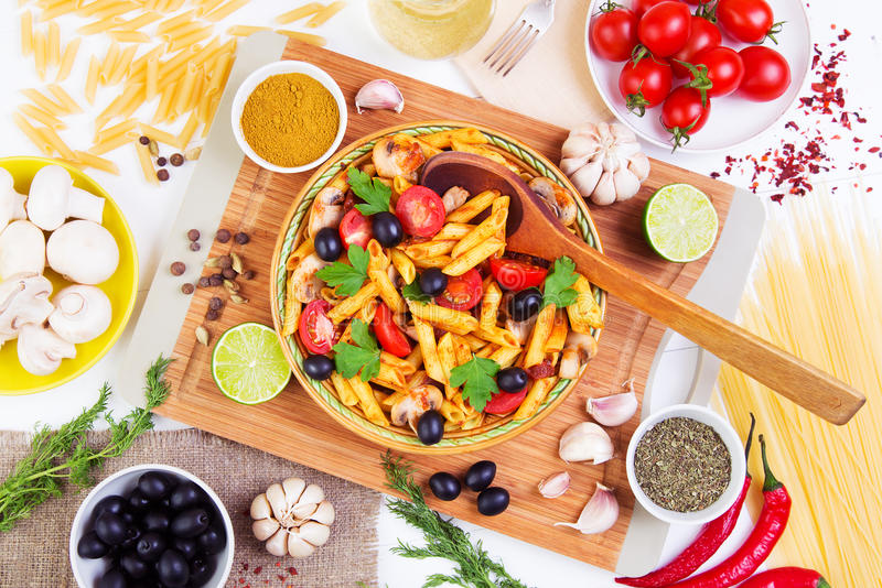 Klassisches italienisches Lebensmittel - Teigwaren stockfotos