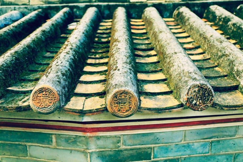 Klassisches mit Ziegeln gedecktes Dach in China, altes Dach des traditionellen Chinesen mit Fliesen stockbilder