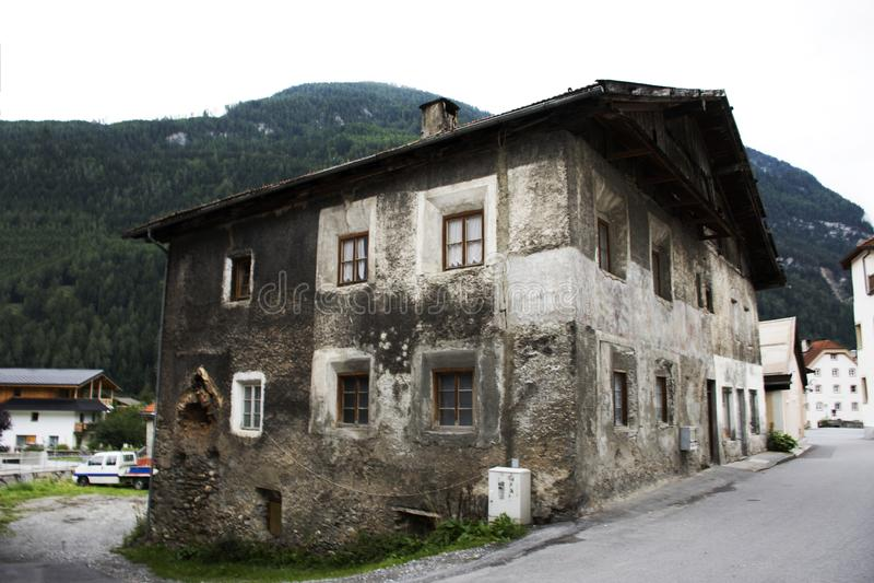 Klassisches Retro- Gebäudehaus in der kleinen Gasse an Pfunds-Stadt stockfotos
