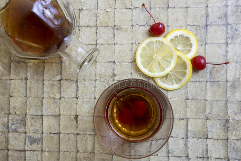 Klassisches saures Cocktail des Whiskys stockfoto