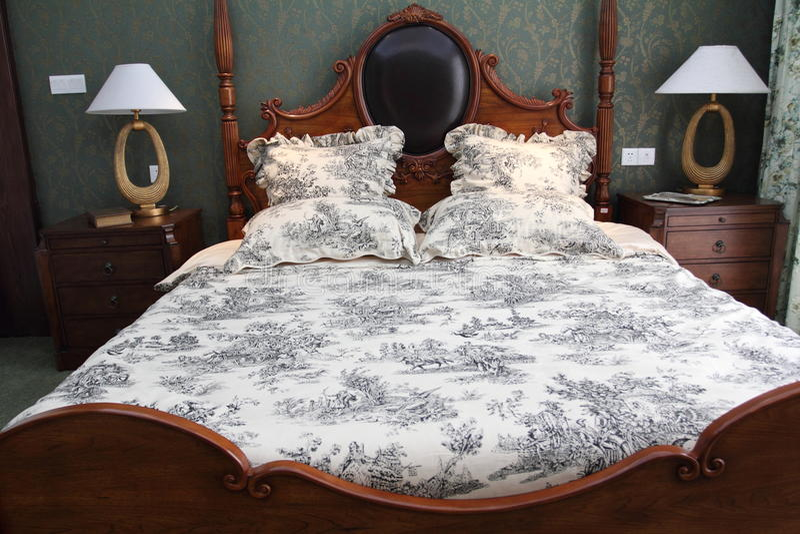 Klassisches stilvolles Schlafzimmer stockfoto