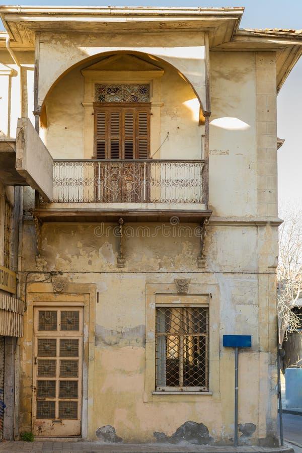 Klassisches Wohngebäude im alten Nikosia-Stadtzentrum in Cypru stockfoto
