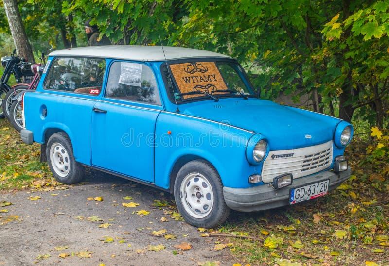Klassisk öst - bil för tyskTrabant blått royaltyfri bild