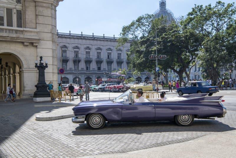 Klassisk bil för tappning i havannacigarren, Kuba arkivfoton