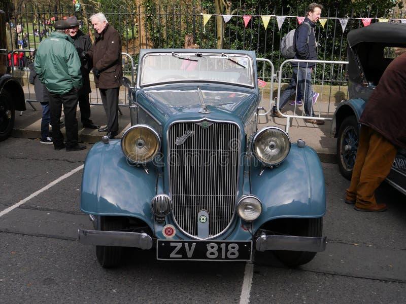Klassisk bil 1930 för tappning` s Crossley Regis från främre visningpannlampor och galler royaltyfria foton