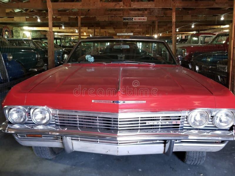 Klassisk bilgaragesikt royaltyfri foto
