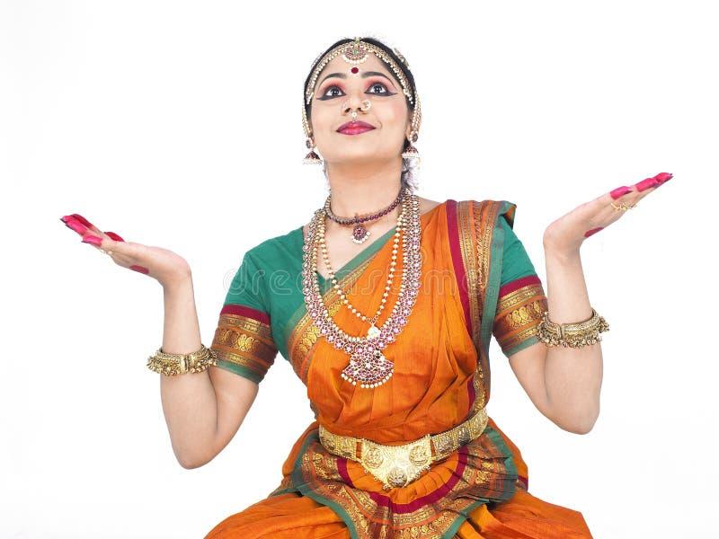 klassisk dansarekvinnlig india arkivfoton