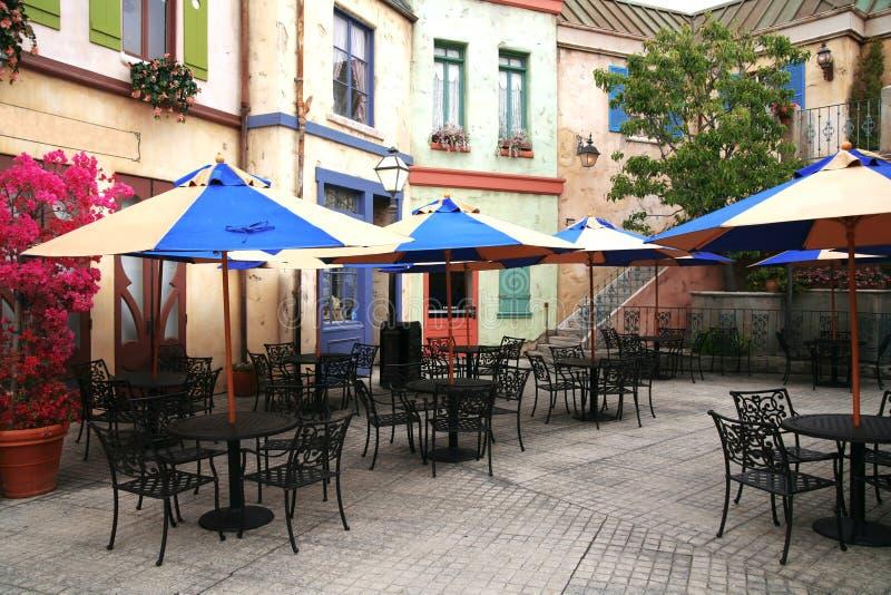 klassisk europeisk gata för cafe royaltyfria foton