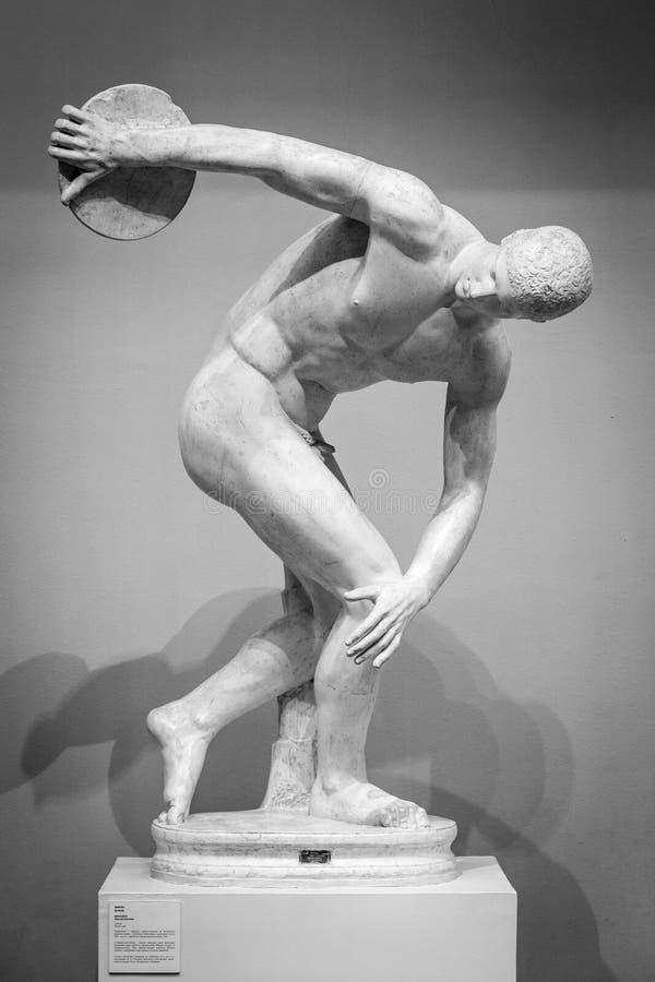 Klassisk forntida skulptur för Discobolus royaltyfri bild