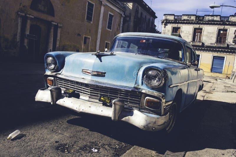 Klassisk gammal bil i havannacigarren, Kuba arkivfoton
