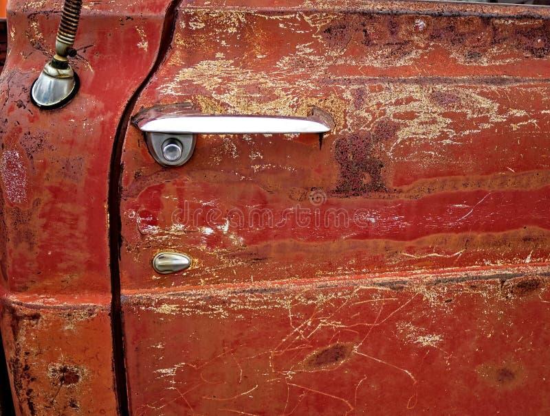 Klassisk gammal rostig pickup arkivfoton