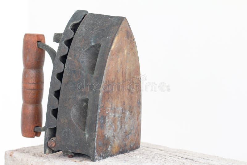 Klassisk gammal utrustning för antikt strykjärn royaltyfri foto