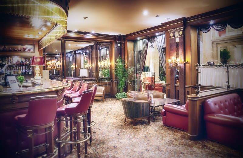 Klassisk hotellstång royaltyfri foto