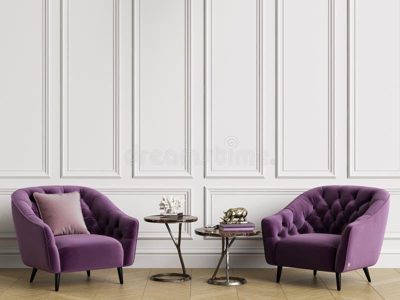 Klassisk inre med tufted fåtöljer Vita väggar med stöpningar, golvparkettfiskbensmönster royaltyfri fotografi