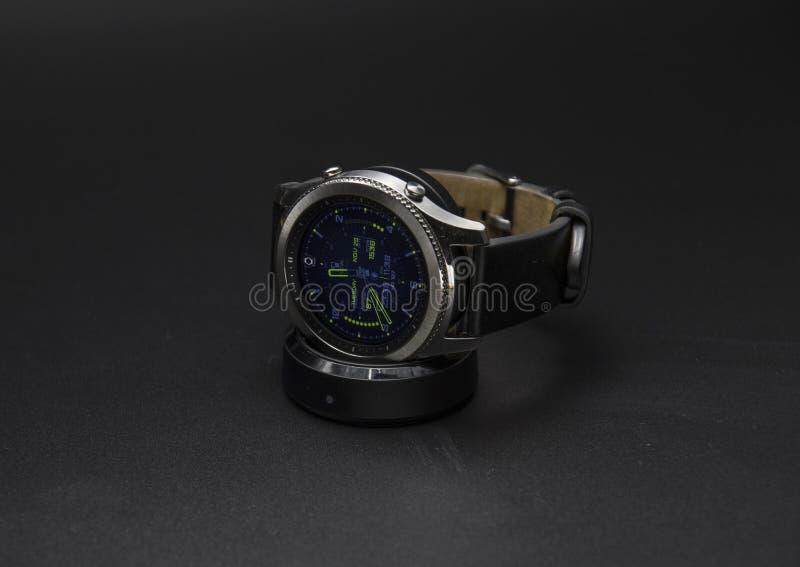 Klassisk klocka för Samsung kugghjul S3 arkivbild