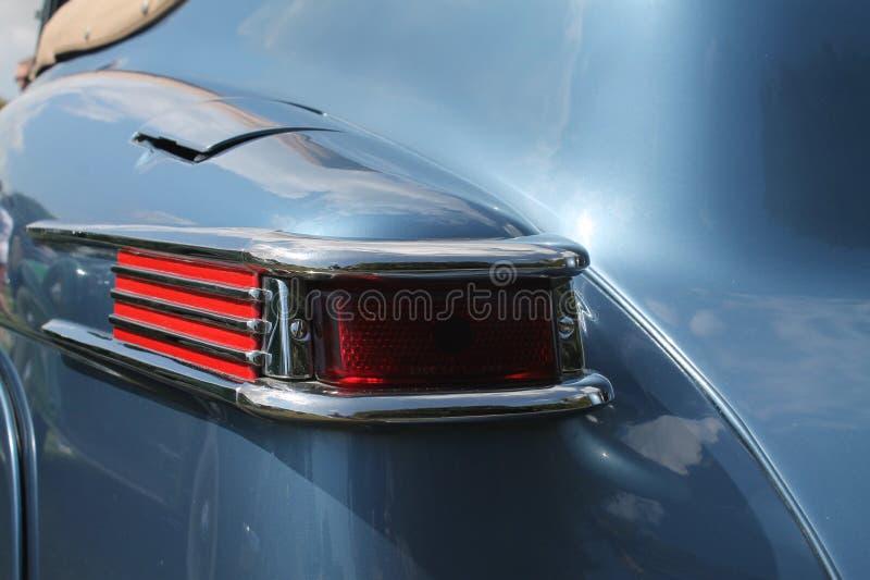 Klassisk lyxig amerikansk bilbaksidadetalj royaltyfria bilder