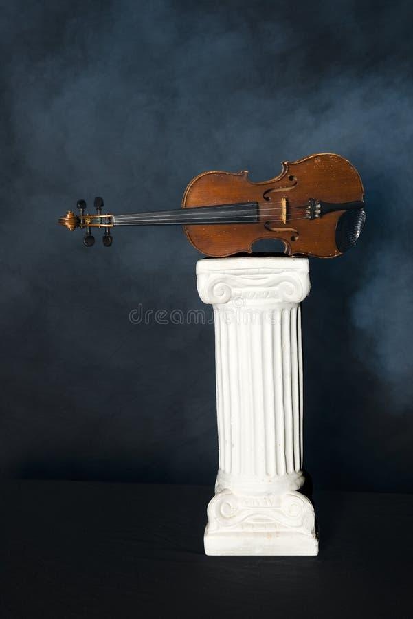 Klassisk musik fiol, radinstrument royaltyfria bilder