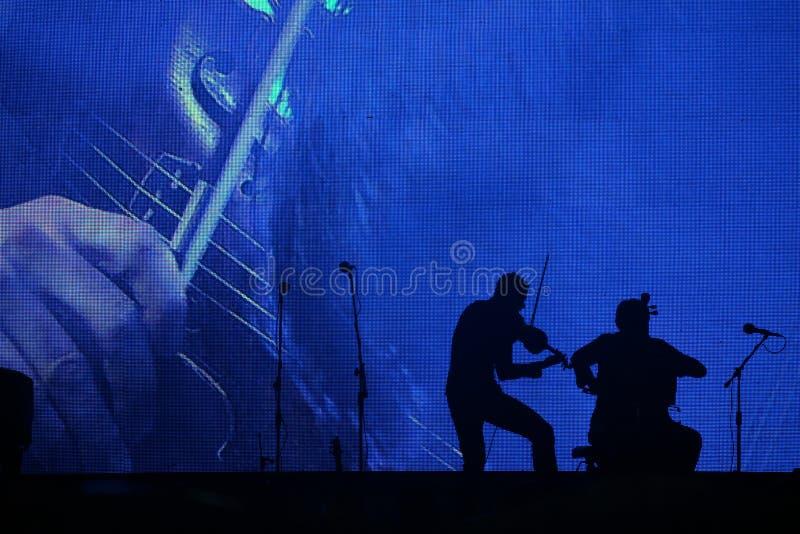 Klassisk musikkonsert på natten royaltyfri bild