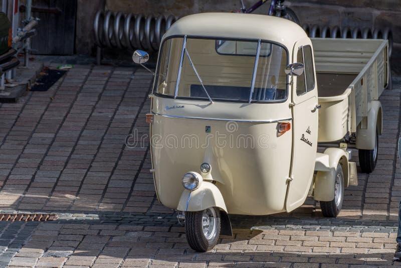 Klassisk Piaggio Pentaro cabriolet av 60-tal royaltyfri bild