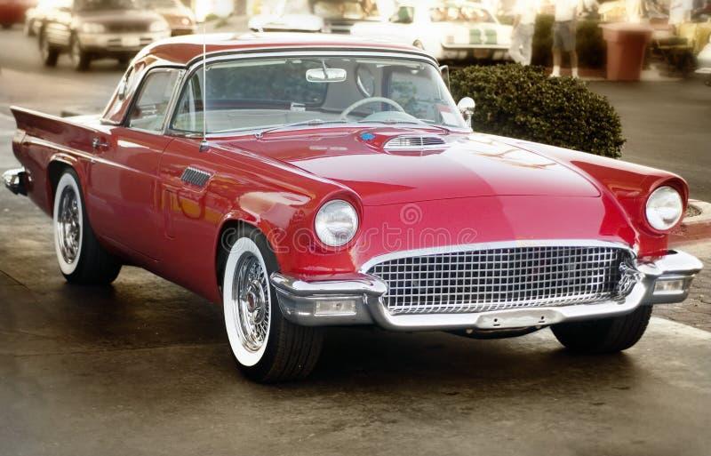 klassisk röd tappning för bil royaltyfria bilder