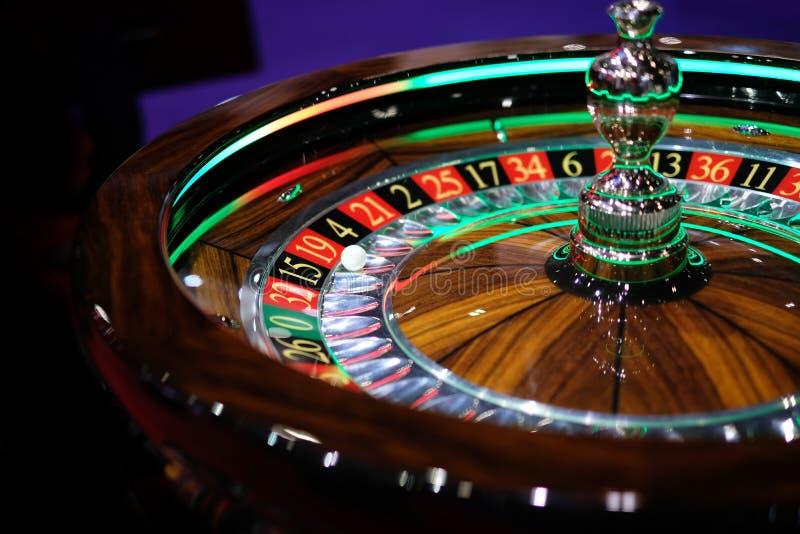 Klassisk roulett i en kasino arkivbild