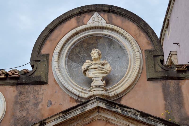 Klassisk skulptur på Santen 'Angelo Castle Italy arkivfoto