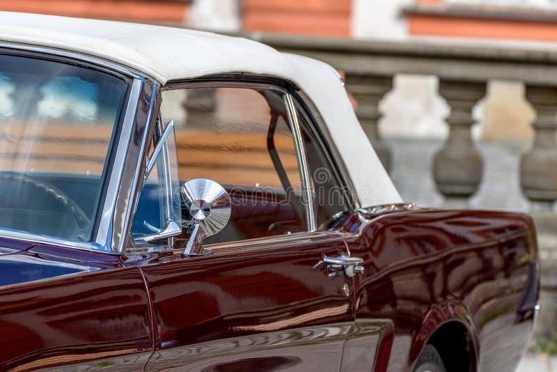 Klassisk sportig cabriolet av 60-tal arkivbild