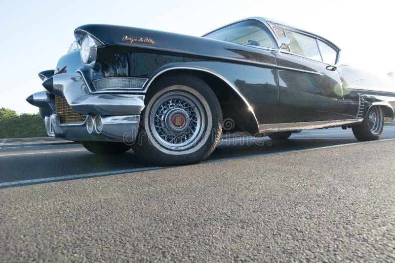 Klassisk svart Cadillac närbild arkivbilder