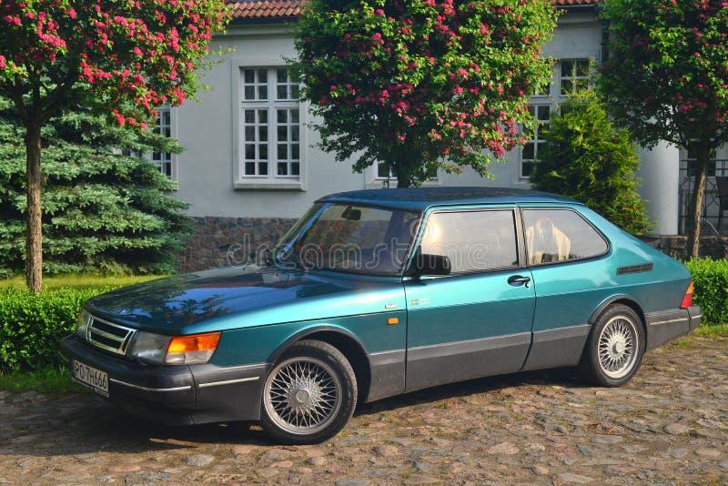 Klassisk svensk bil parkerade Saab 900 arkivfoton