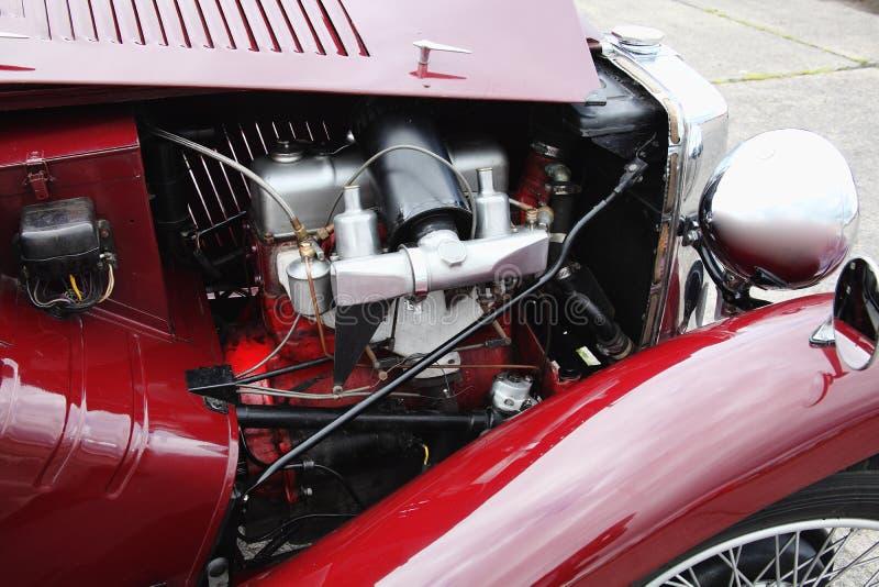 Klassisk tappningbilmotor royaltyfri foto
