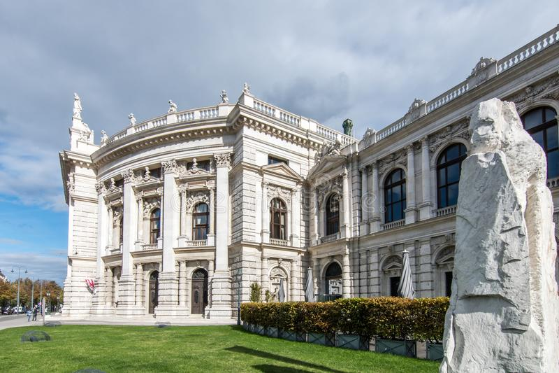 Klassisk typisk wiensk arkitektur i mitt av olen royaltyfri foto