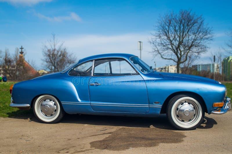 Klassisk tysk bil Volkswagen Karmann Ghia royaltyfria bilder