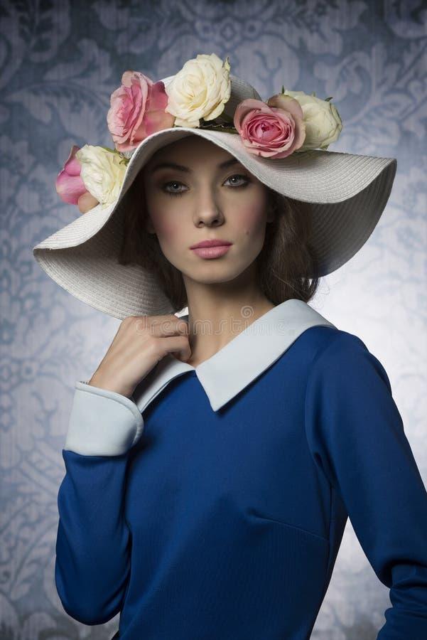 Klassisk vårflicka för mode royaltyfri fotografi