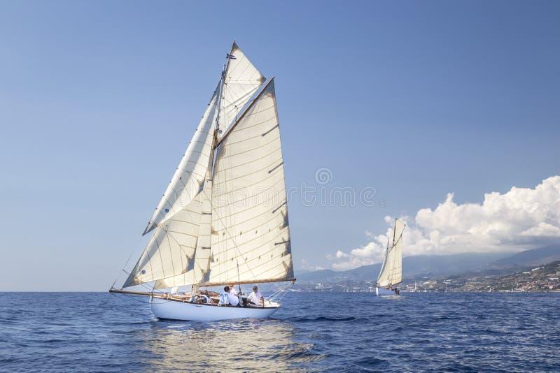 Klassisk yachtregatta - Gaff skärare ' STAR' 1907 fotografering för bildbyråer